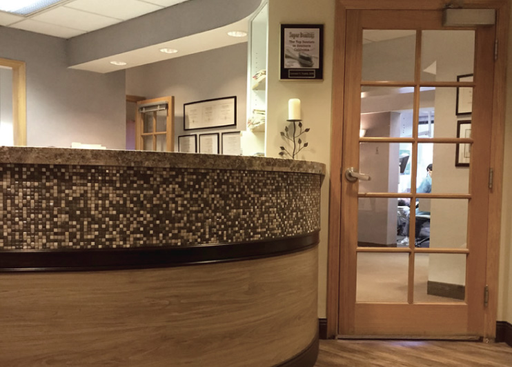 Picture of the front desk at Toomin & Bieber Aesthetic Comprehensive Dentistry